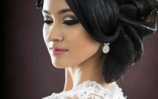 Пучок на средние волосы на свадьбу. Свадебные прически на средние волосы с фатой и с диадемой. Цветы как стильный аксессуар для свадебной прически