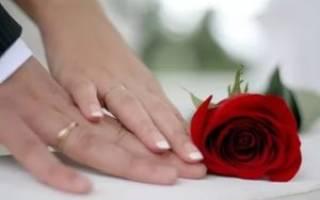 10 лет какая свадьба что дарить жене. Что надеть на юбилей. Как отпраздновать Розовую свадьбу