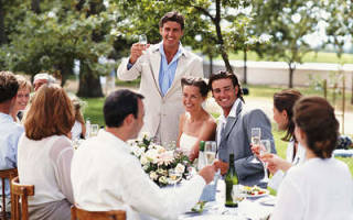 Как красиво поздравить молодоженов на небольшом вечере. Необычные поздравления с днем свадьбы- проявляем фантазию