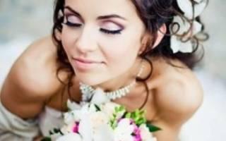 Свадебный макияж для брюнеток с голубыми. Эффектный макияж для кареглазой невесты. Свадебный макияж для брюнетки с зелеными глазами