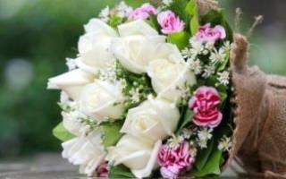 Какие букеты дарят на свадьбу. Какие цветы родители жениха дарят на свадьбу. Из каких материалов можно сделать необычный букет