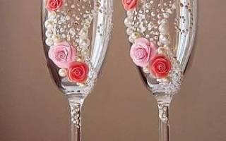Украшаем свадебные бокалы. Украшение бокалов на свадьбу своими руками: интересные идеи и способы их воплощения