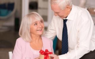 Что подарить на 45 лет свадьбы. Что подарить родителям на сапфировую годовщину свадьбы (45 лет)